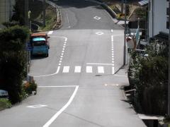 鏡浦町バス停前