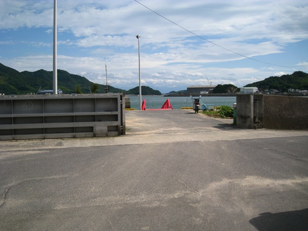 小用港入り口