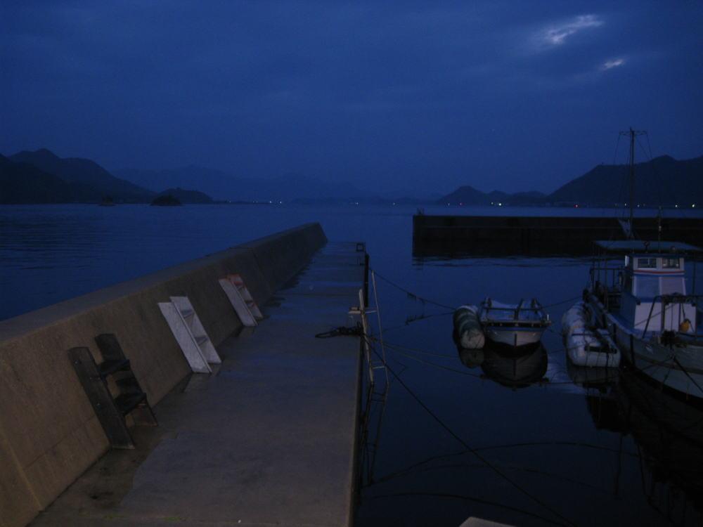 茗荷港の朝