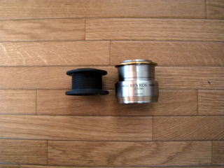 A spool normal the right a shallow spool, the left